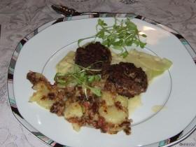 Bärlauch-Frikadellen mit Bratkartoffeln