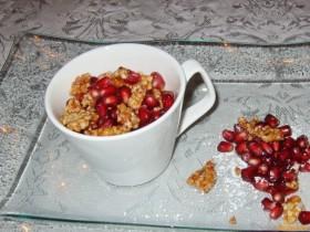 Crème brûlée mit Granatapfel und Mandelkrokant