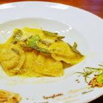 Schlutzkrapfen mit Ricotta-Spinat-Füllung