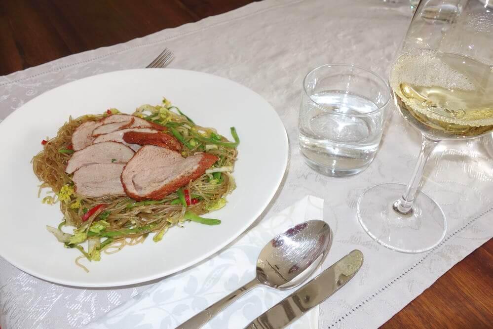 Tandoori-Schweinefilet auf Glasnudelsalat