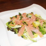 Grüner Spargel mit Lachs und Bärlauch Vinaigrette