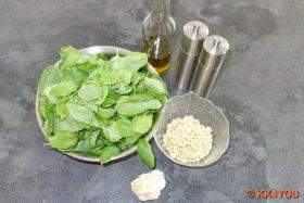 Zutaten des Basilikum-Pesto