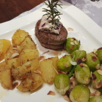 Rosmarin Kartoffeln und Rosenkohl mit Mandelblättchen