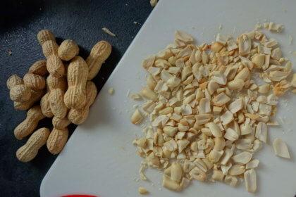 Erdnüsse hacken