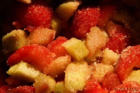 gezuckerte Früchte der Erdbeer-Rhabarber Marmelade