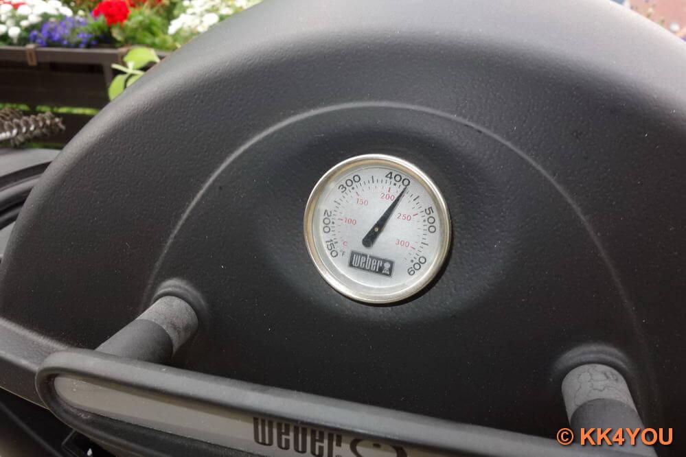Grill auf ca. 200 bis 220  grd C direkte Hitze vorheizen