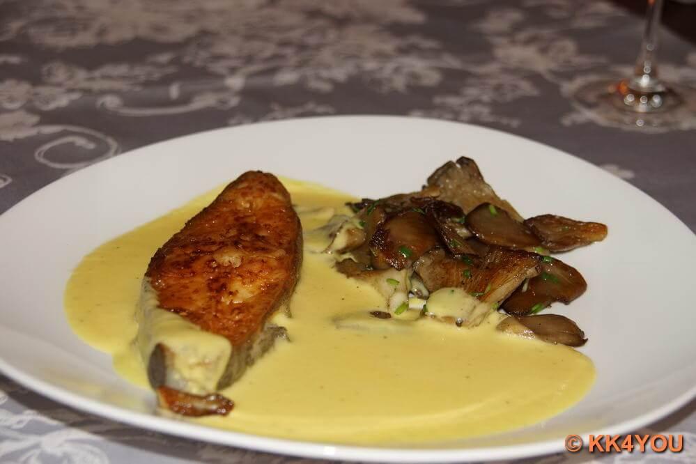 Heilbutt Kotelett mit gelbem Paprikaschaum und Austernpilzen