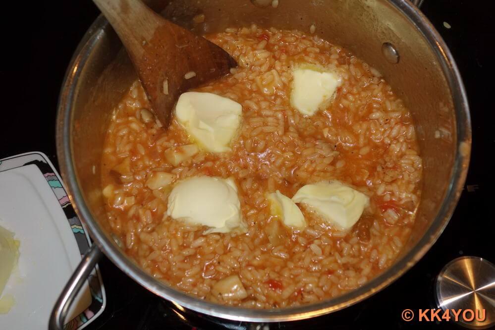 Butterflocken und Parmesan zufügen