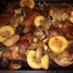 Steinpilze mit Hähnchen und Pfirsichen