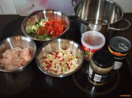 berühmte Hühnersuppe mit Kokosmilch und Galgant